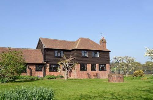 Last Minute Cottages - Cosy All Surrey Cottage S13777