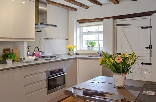 Last Minute Cottages - Inviting All Surrey Cottage S76937