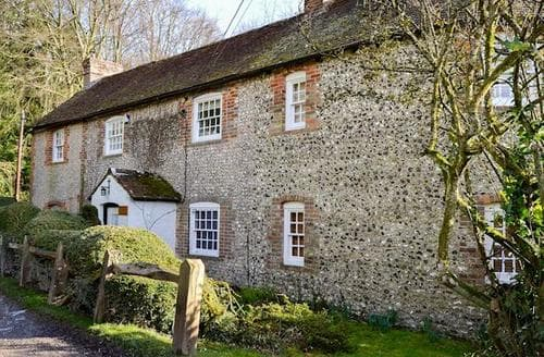 Last Minute Cottages - Luxury Arundel Cottage S94082