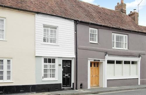 Last Minute Cottages - Luxury Chichester Cottage S44996
