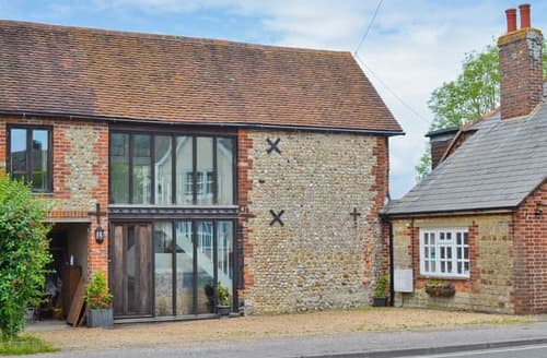 Last Minute Cottages - Inviting Selsey Cottage S14028