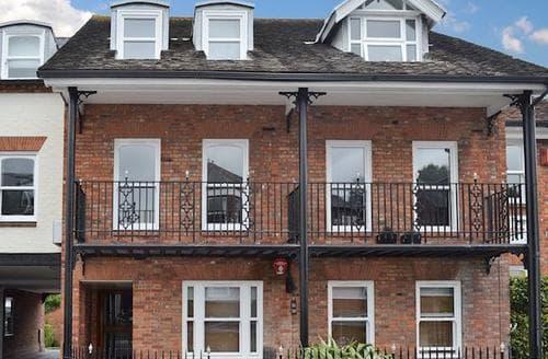 Last Minute Cottages - Quaint Lymington Apartment S86328