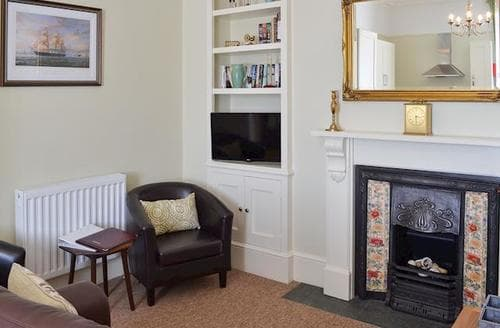 Last Minute Cottages - Gorgeous Portsmouth Apartment S84314
