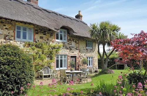 Big Cottages - Delightful Freshwater Cottage S14253