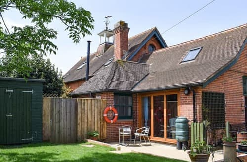 Last Minute Cottages - Quaint Freshwater Cottage S92249