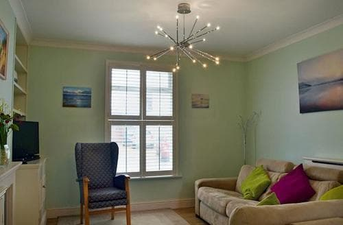 Last Minute Cottages - Wonderful Ryde And Seaview Cottage S97609