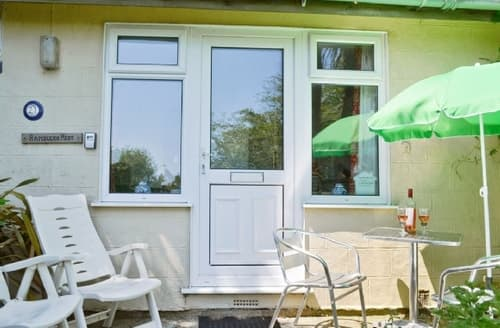 Last Minute Cottages - Delightful Ventnor Lodge S14371