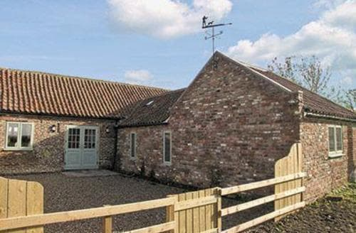 Dog Friendly Cottages - TRACTOR SHED