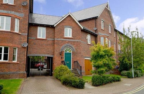 Dog Friendly Cottages - Inviting Chester Apartment S26952