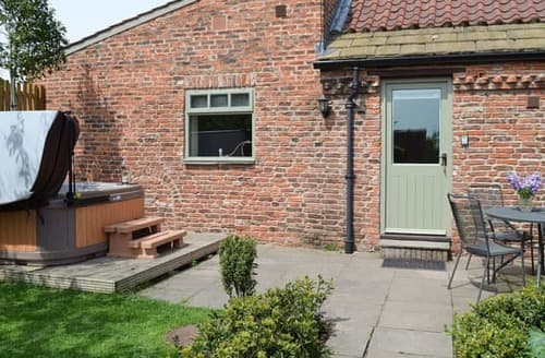 Last Minute Cottages - Charming Selby Lodge S15476