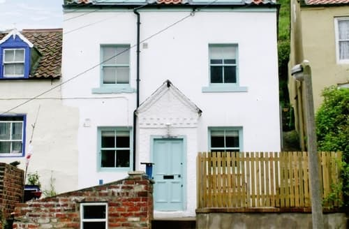 Last Minute Cottages - Delightful Staithes Cottage S15526