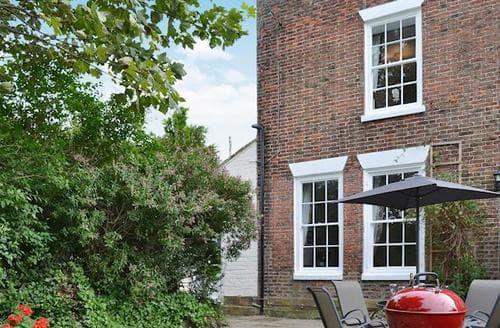 Last Minute Cottages - Hideaway Hall