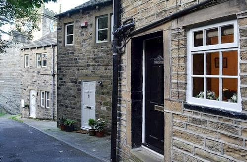 Last Minute Cottages - Charming Holmfirth Cottage S70833