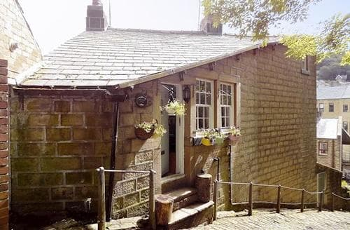 Big Cottages - Tasteful Haworth Cottage S90871