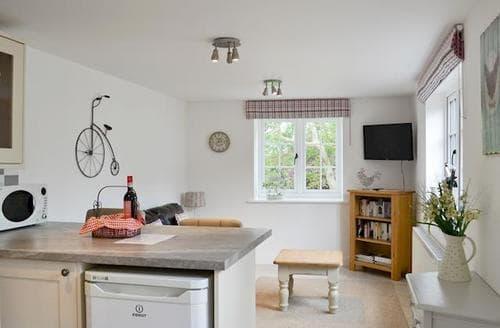 Last Minute Cottages - Wonderful Horncastle Lodge S60138