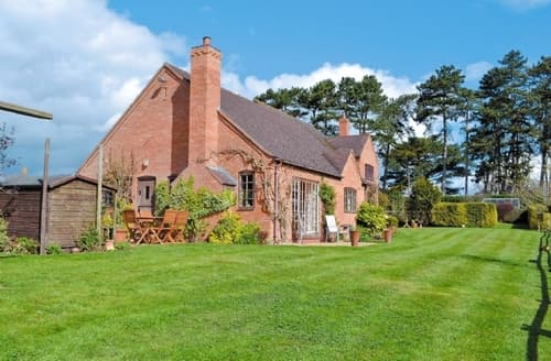 Last Minute Cottages - Cosy Warwick Cottage S15955