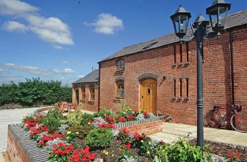 Big Cottages - Wonderful Leek Cottage S15982