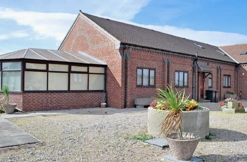 Big Cottages - Attractive Derby Lodge S16561