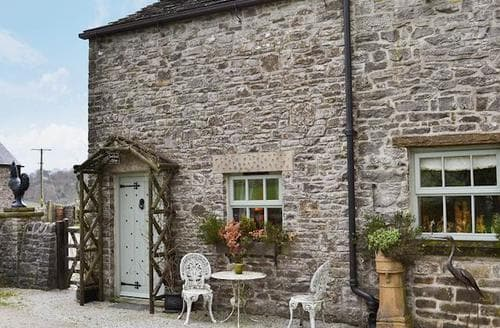 Last Minute Cottages - Charming Tideswell Cottage S16696