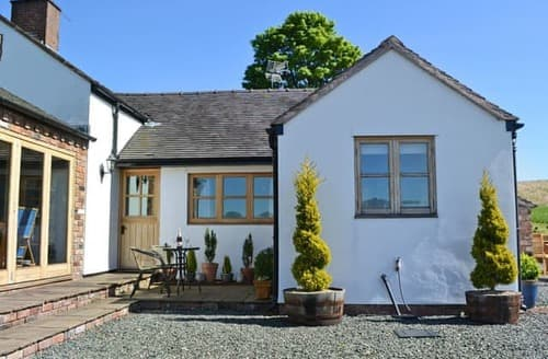 Last Minute Cottages - Beautiful Stoke On Trent Cottage S16068