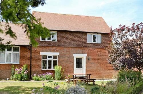 Big Cottages - Luxury All Bedfordshire Cottage S84810