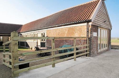 Big Cottages - Adorable Brundall Cottage S17037