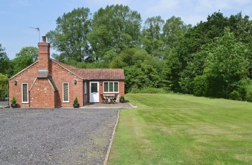 Last Minute Cottages - Lovely Dereham Cottage S17179