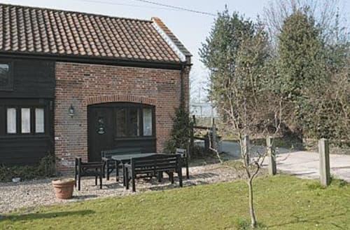 Last Minute Cottages - Gorgeous Holt Cottage S17342