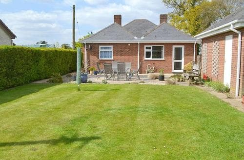 Last Minute Cottages - Cosy Horning Cottage S44162