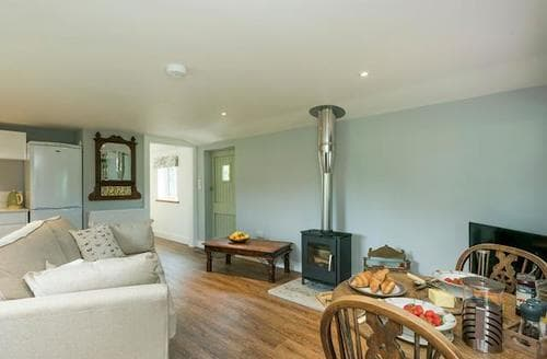 Last Minute Cottages - Delightful Norwich Lodge S83696