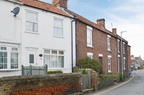 Last Minute Cottages - Cosy Sheringham Cottage S17610