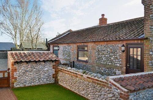 Last Minute Cottages - Quaint Sheringham Cottage S45064
