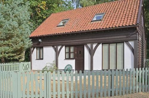 Last Minute Cottages - Inviting Thetford Lodge S17806