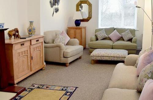 Last Minute Cottages - Lovely Aldeburgh Apartment S17819