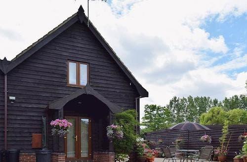 Last Minute Cottages - Splendid Beccles Cottage S17822