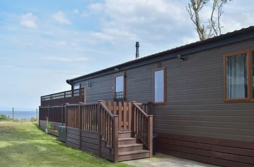Last Minute Cottages - Captivating Lowestoft Lodge S105355