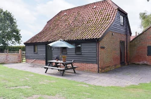 Last Minute Cottages - Beautiful Woodbridge Cottage S18063