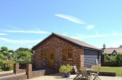 Last Minute Cottages - Wonderful Colchester Cottage S18086