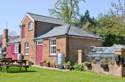 Big Cottages - Adorable Colchester Cottage S33544