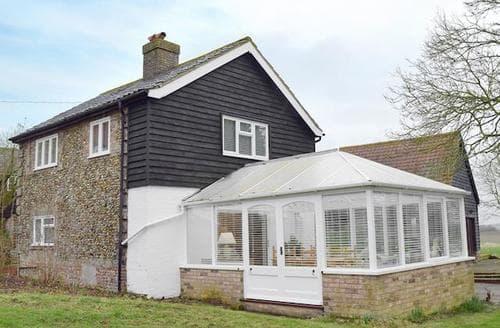 Last Minute Cottages - Tasteful Colchester Cottage S78553