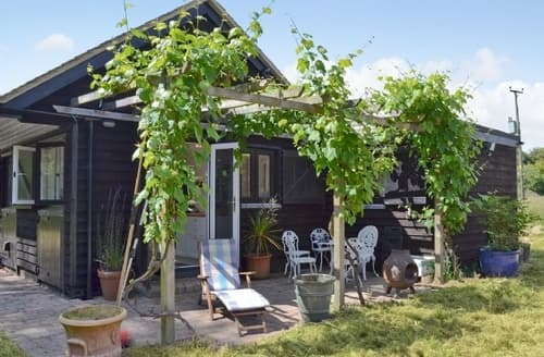 Last Minute Cottages - Inviting Maldon Cottage S18138