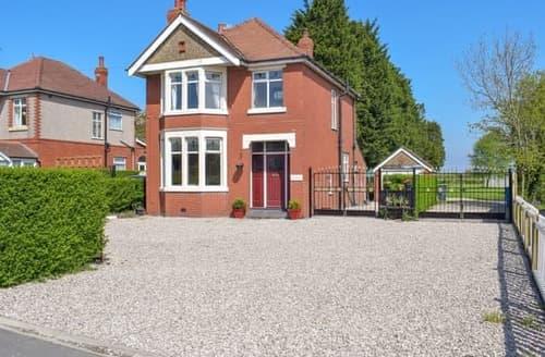 Last Minute Cottages - Excellent Blackpool Cottage S77094