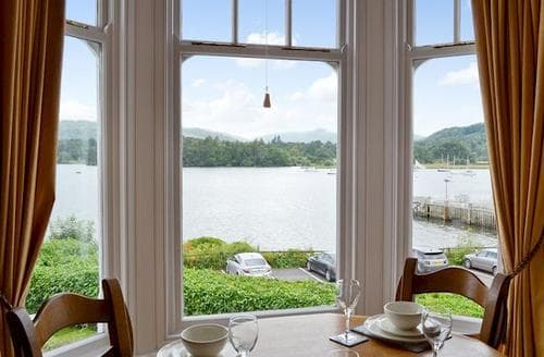 Last Minute Cottages - Cosy Ambleside Apartment S60569