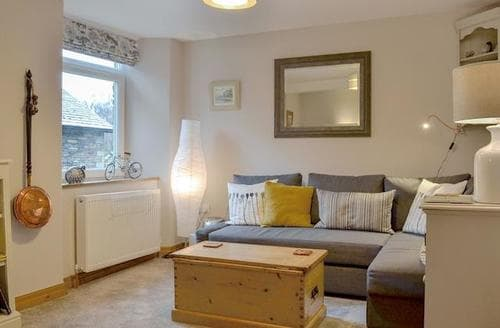 Last Minute Cottages - Cosy Ambleside Apartment S94206