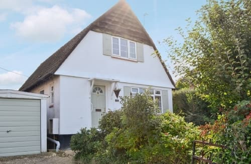 Last Minute Cottages - Lovely Seaton Cottage S18822