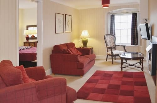 Last Minute Cottages - Charming Ilfracombe Apartment S19180