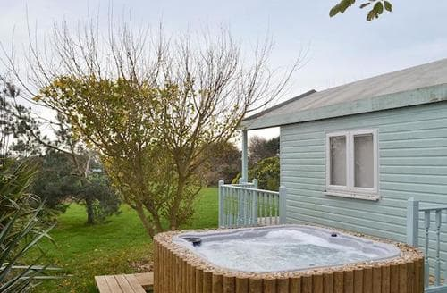 Last Minute Cottages - Tasteful Weymouth Apartment S89455