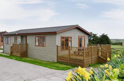 Dog Friendly Cottages - Luxury Padstow Lodge S20670