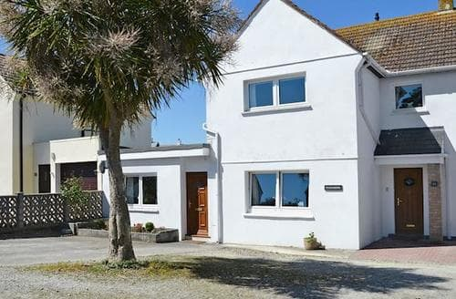 Last Minute Cottages - Lovely Padstow Apartment S81430