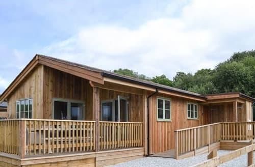 Last Minute Cottages - Quaint St Columb Major Lodge S121155
